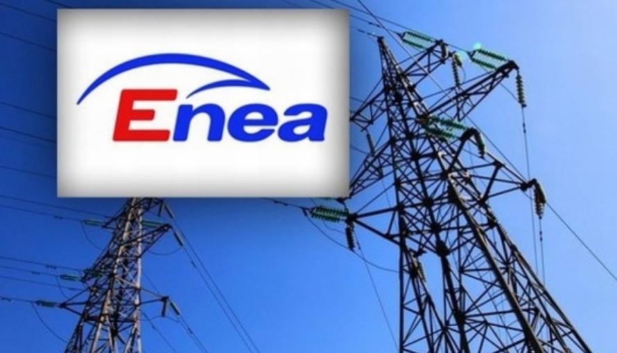 logo enei z słupami elektrycznymi w tle