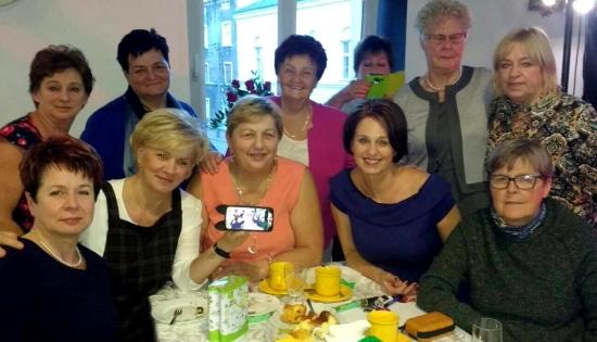 zdjęcie grupowe emerytowanych nauczycieli