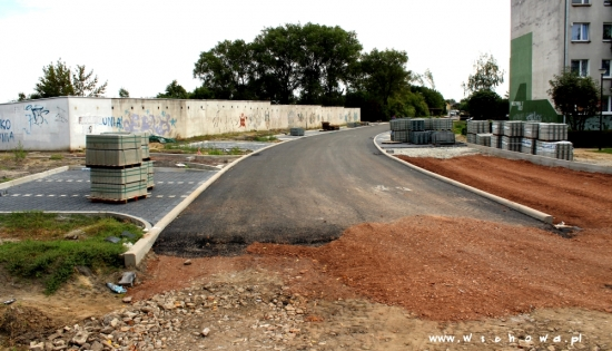 wylewany asfalt na kamiennej