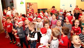 przedszkolaki śpiewające piosenki