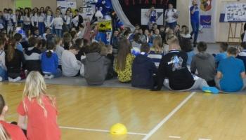 uczniowie biorą udział w zawodach