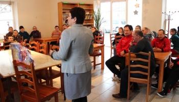 wizyta włodarzy u uczestników warsztatów terapii zajęciowych