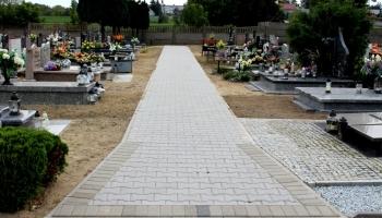 zdjęcie chodników na cmentarzu