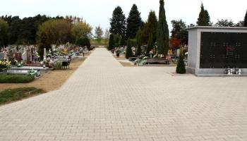 zdjęcie ciągów pieszych i kolumbrynien na cmentarzu