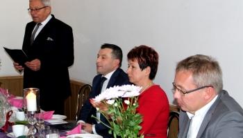 włodarze gminy i powiatu z prezesem przy stole