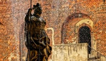 fontanna kobieta w zbroi
