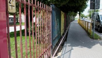 zdjęcie starego ogrodzenia