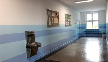 zdjęcie wyremontowanego korytarza w SP1