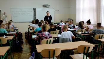 uczniowie w sp2 podczas lekcji