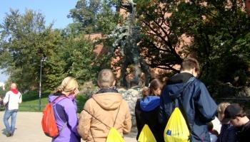 dzieci przy smoku w Krakowie