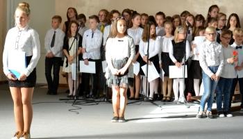 występy dzieci podczas apelu