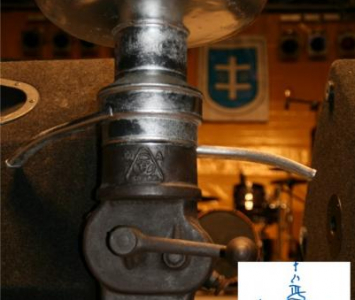 metalowa stara lampa