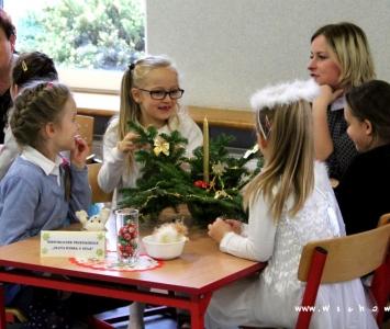 przedszkolaki przy stole