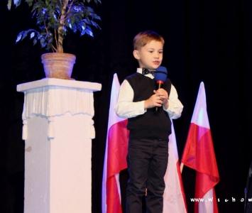 śpiewający chłopiec