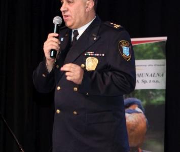 komendant straży miejskiej na scenie