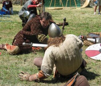 inscenizacja walki dwóch wojowników