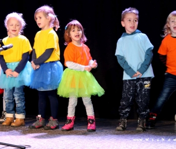 przedszkolaki na scenie