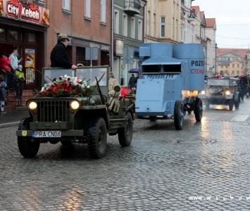 pojazdy historyczne początkują przemarsz niepodległościowy