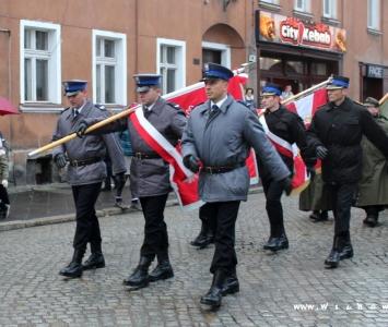 mundurowi w przemarszu niepodległościowym