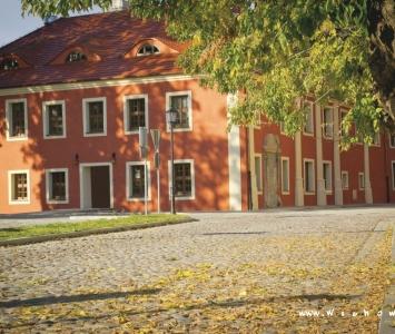 budynek kolegium jezuickiego od strony biblioteki